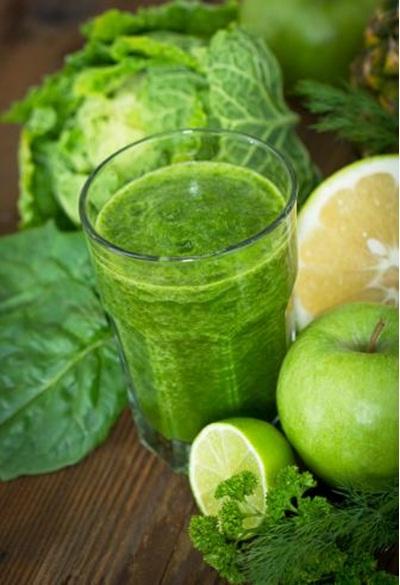 Clean and Green Smoothie. 50% kebutuhan vitamin A dan C bisa terpenuhi dengan menikmati smoothie lezat ini. Vitamin memperbaiki serta mencegah kerutan dan garis halus akibat paparan sinar matahari. Serat tinggi membantu mengeluarkan racun penyebab jerawat dari tubuh, dan membuat kulit tampak lebih cerah.
