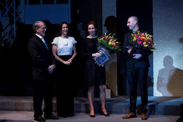 HRH Crown Princess Cancer Society Merit Award. The Crown Princess was received by the Chairman of the Cancer Society Frede Olesen in Playhouse in Copenhagen, där event was successful.