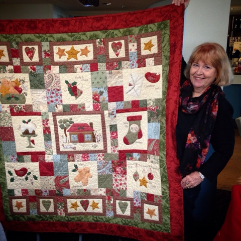 A HOLLY COTTAGE CHRISTMAS QUILT