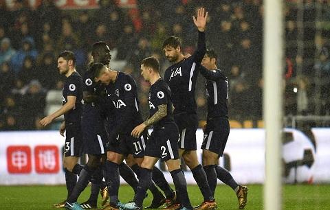 Fernando Llorente đã có bàn thắng đầu tiên cho Tottenham giúp đội bóng này đánh bại Swansea với tỉ số 2-0 trên sân khách Liberty