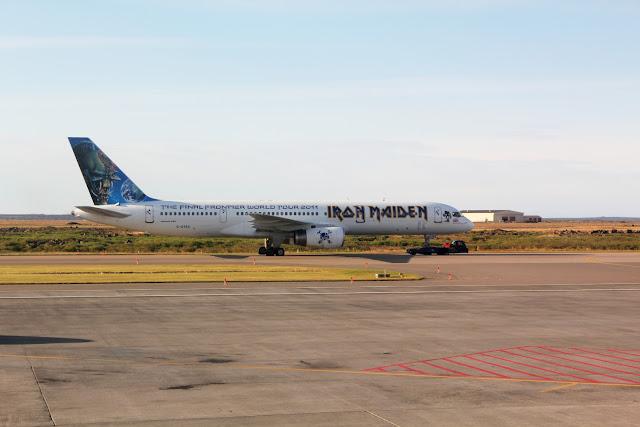 Avión en el aeropuerto de Keflavík