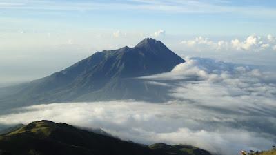 Gunung Terindah di Indonesia untuk di Daki