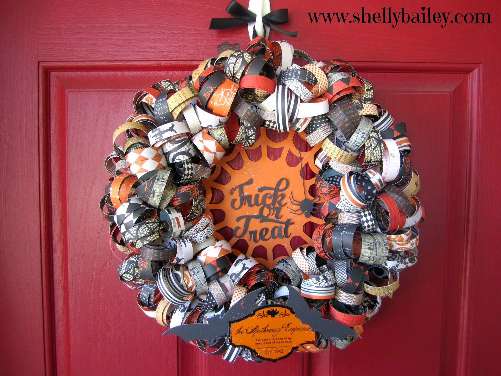 Curly Paper Wreath from Shelly Bailey  | Halloween Favorites at www.andersonandgrant.com