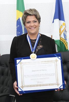 http://vnoticia.com.br/noticia/2872-francimara-recebe-a-medalha-tiradentes-a-maior-honraria-do-rio-de-janeiro