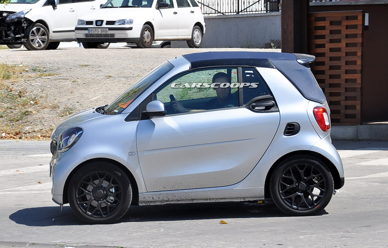 new smart fortwo cabriolet spied completely undisguised carscoops. Black Bedroom Furniture Sets. Home Design Ideas