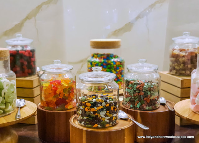 candy bar in tailgate brunch dubai