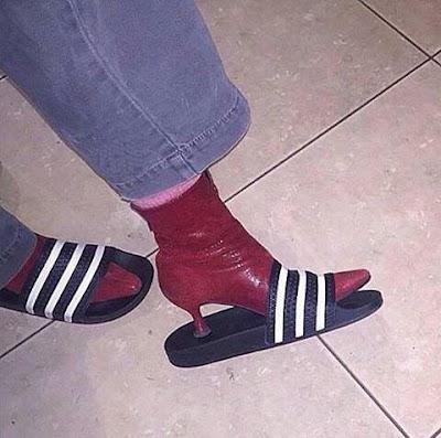 Indossare le ciabatte con le scarpe