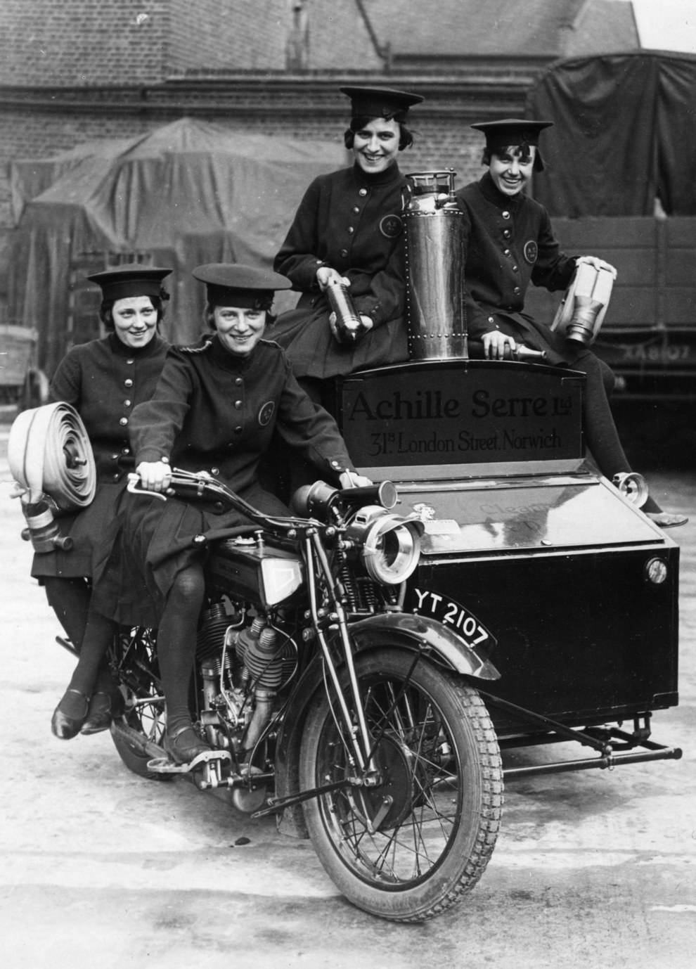 Royal Enfield sidecar fire-fighting outfit of 1925.