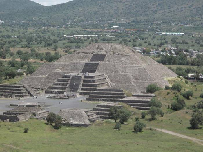 Pyramid of the Sun in Teotihuacan — Mexico | Entertainment ...