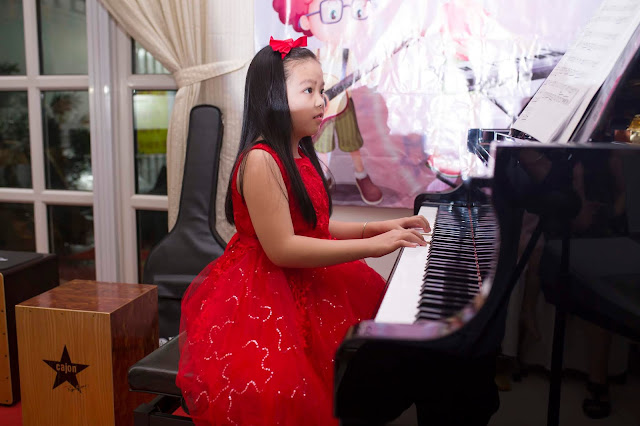 Tiết Mục biểu diễn piano của bé Bảo Anh tại trường nhạc SMS