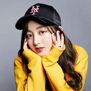 Foto cantik Jihyo MLB 2018