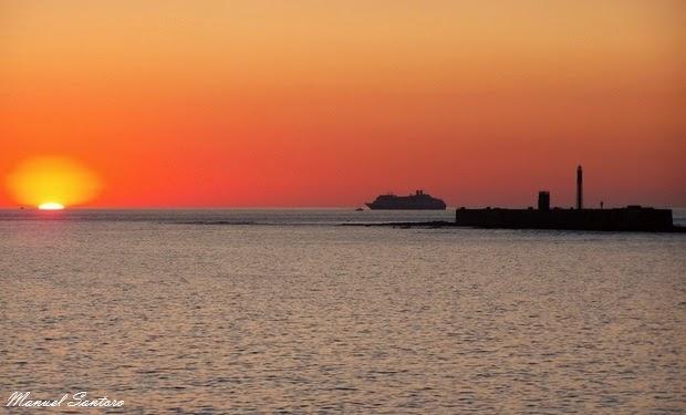 Cadice, tramonto verso il Castello di San Sebastian