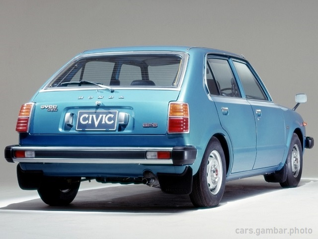 1977 Honda Civic 1st Gen 5-door rear view
