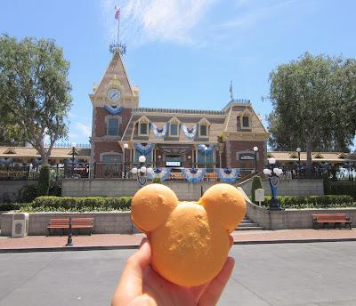 Mickey macaron at Disneyland, on Main St.