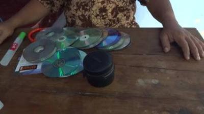 Alat dan Bahan dalam Kreasi Unik dari CD Bekas Menjadi Pajangan Foto
