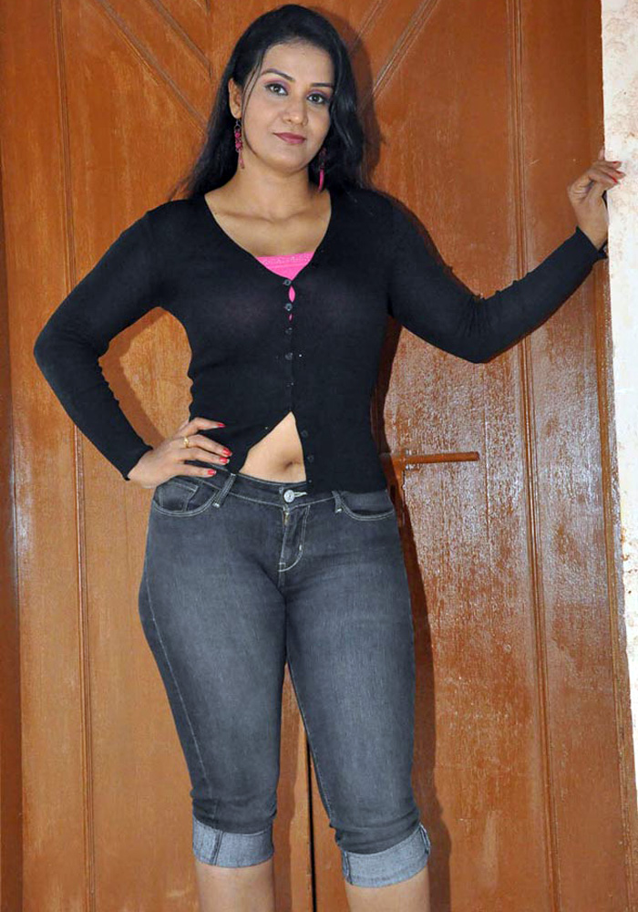 davis-younger-irani-sexy-girls-in-jeans