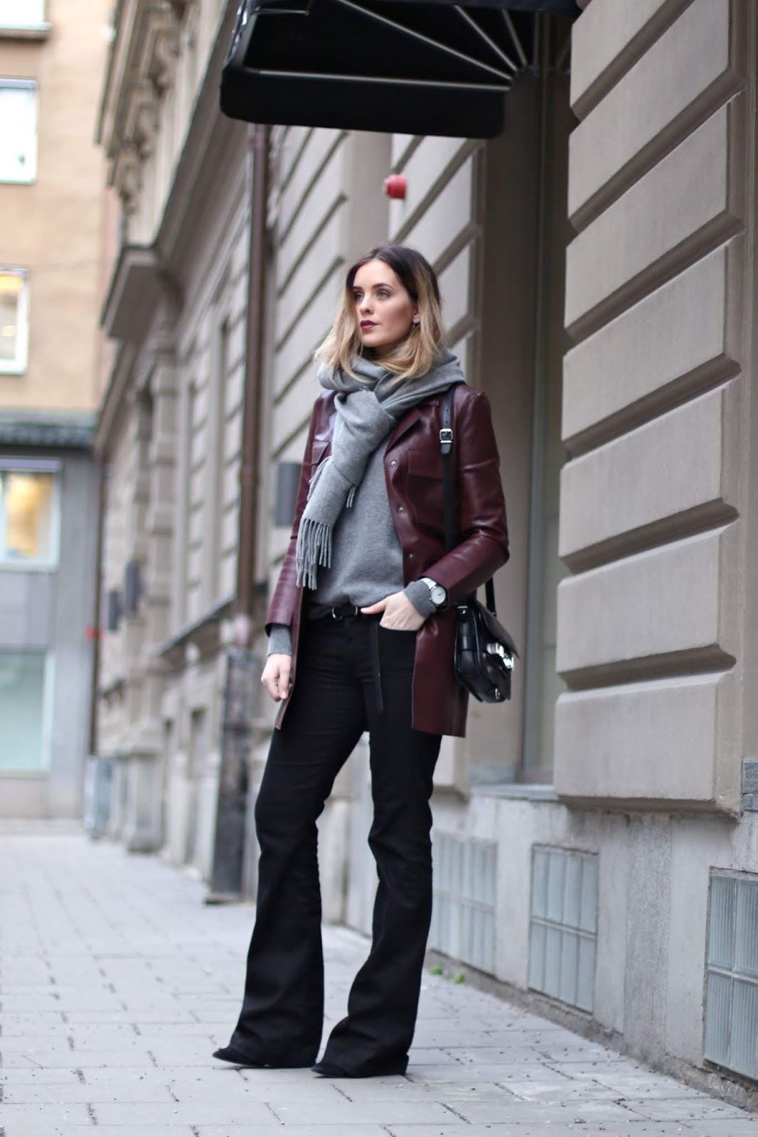 9 Ultra-Cool Ways to Wear Flared Jeans – Leather Jacket, Cashmere Scarf, Sweater