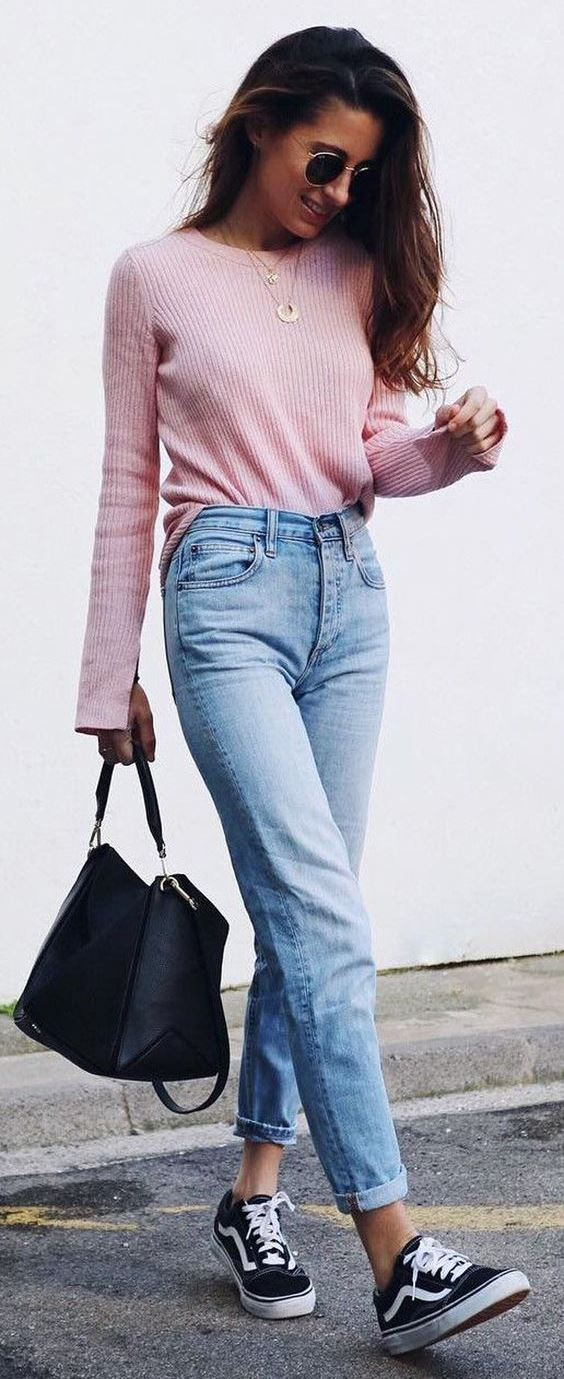 how to wear a pair of Vans : pink sweater + bag + boyfriend jeans