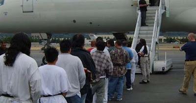 Mendeportasi Imigran