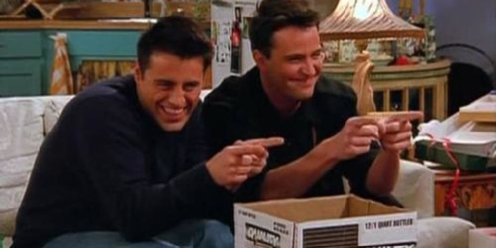 how did joey and chandler meet on friends