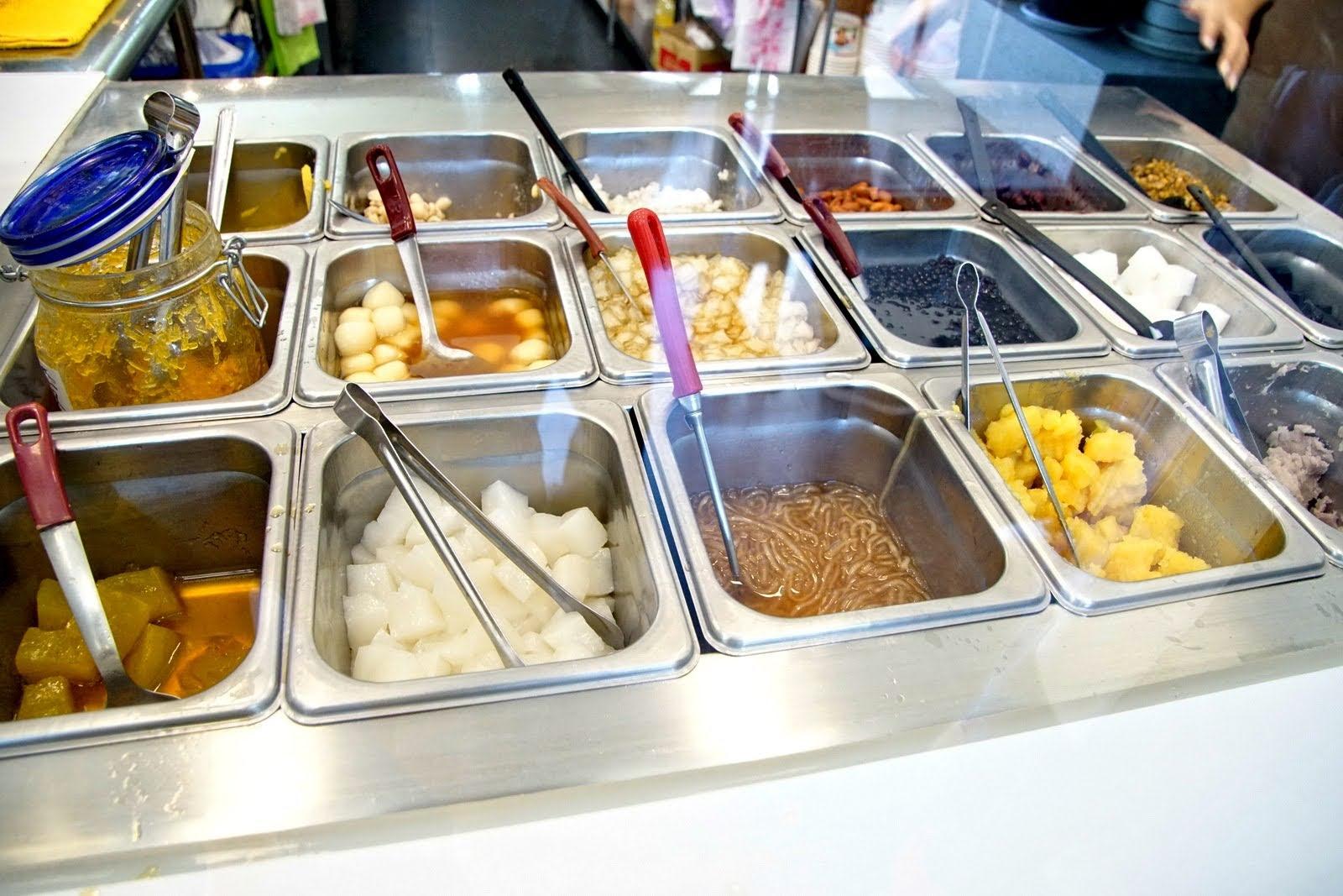 [台南][中西區] 家鄉八寶冰|滿滿水果冰 vs 濃厚麵茶粉|食記