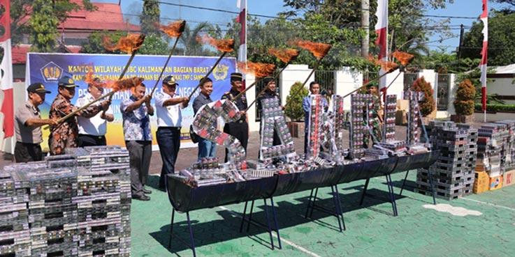 Bea Cukai Sampit memusnahkan barang kena cukai (BKC) ilegal.