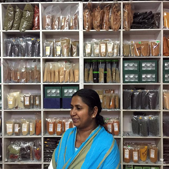 vendedora de especias en kerala india