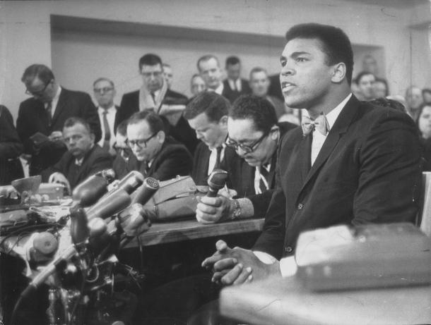 Muhammad Ali enfrenta os tribunais norte-americanos, após se recusar a servir o exército na Guerra do Vietnã. Arquivo/AE