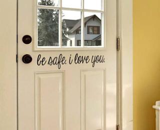 Hiasan pintu kamar dari sticker