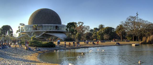 Planetário Galileo Galilei nos Bosques Palermo em Buenos Aires