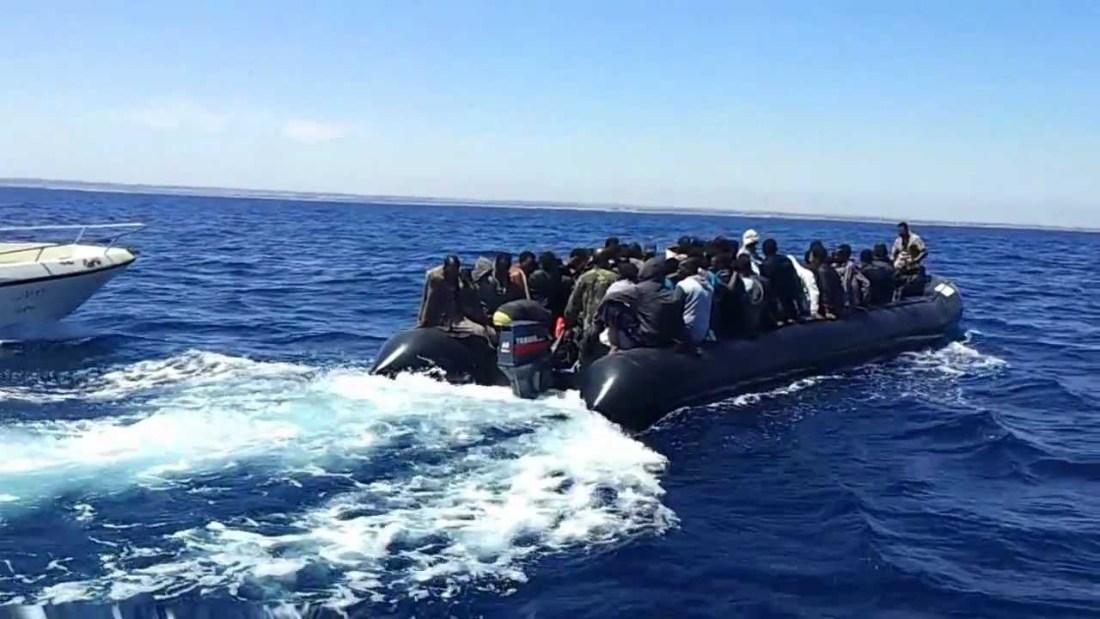 السلطات المغربية و الإسبانية تنقذ عشرات المهاجرين غير الشرعيين بمضيق جبل طارق
