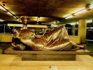 Escultura de Bronze, na Estação da Sé