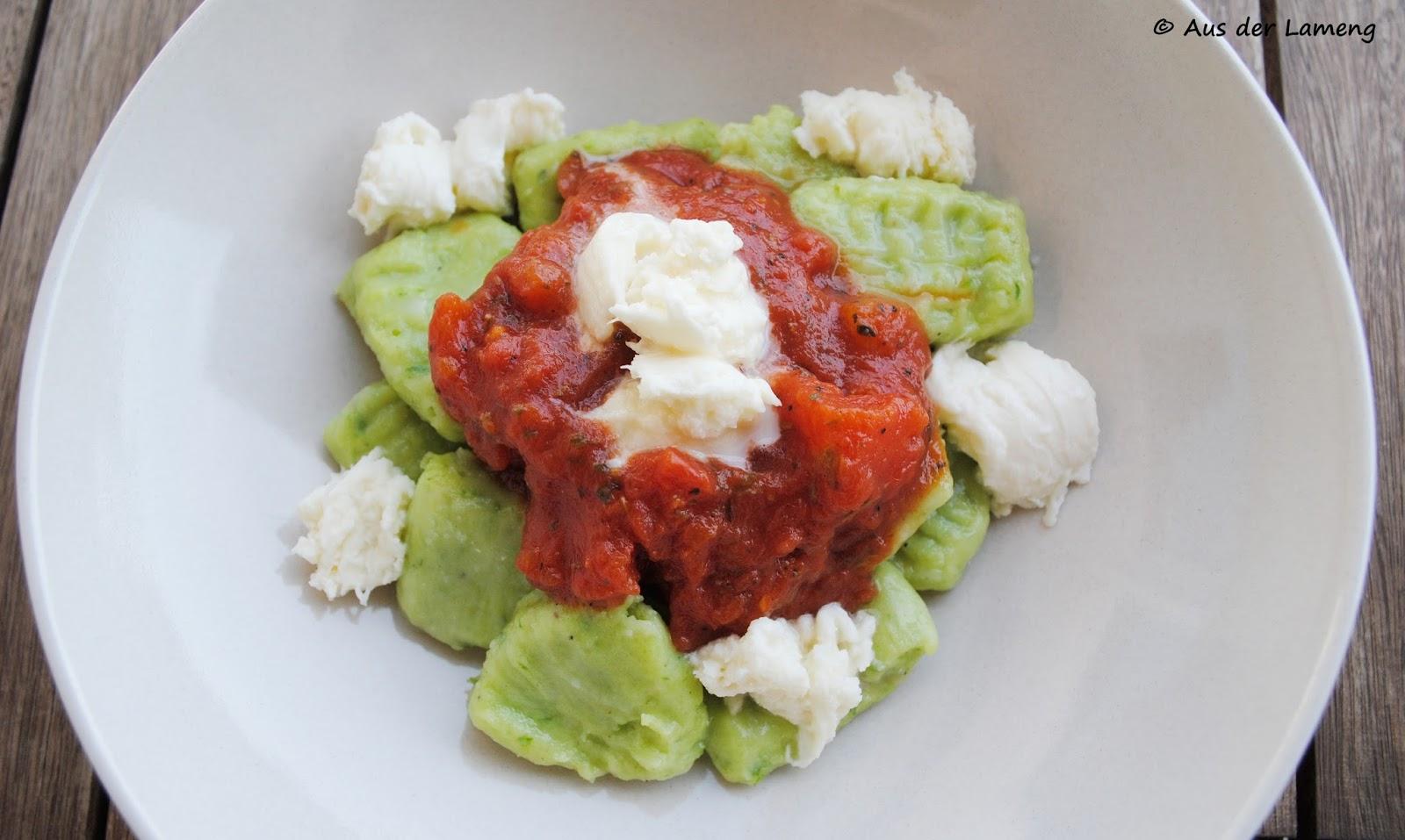 Bärlauch-Gnocchi mit Tomatensoße und Mozzarella