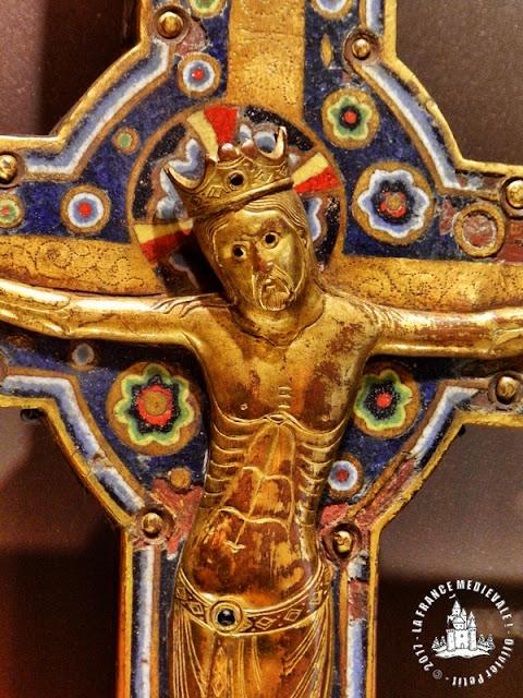 DIJON (21) - Musée des Beaux Arts : Croix de procession en émail champlevé (XIIe siècle)