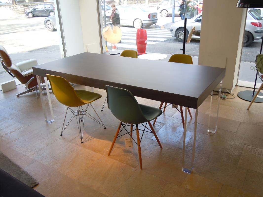 table beton table beton tellus un plateau en l vitation. Black Bedroom Furniture Sets. Home Design Ideas