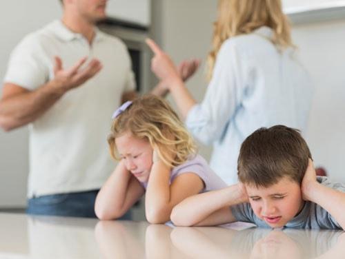 Chồng ngoại tình ép vợ ly hôn bằng cách bắt cóc con
