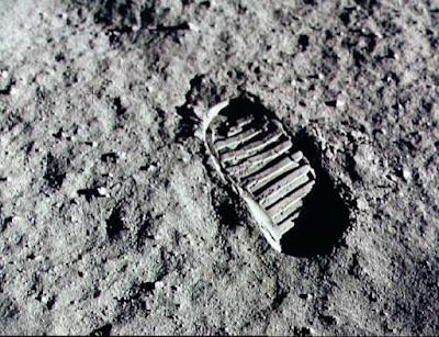 a pegada do homem na lua