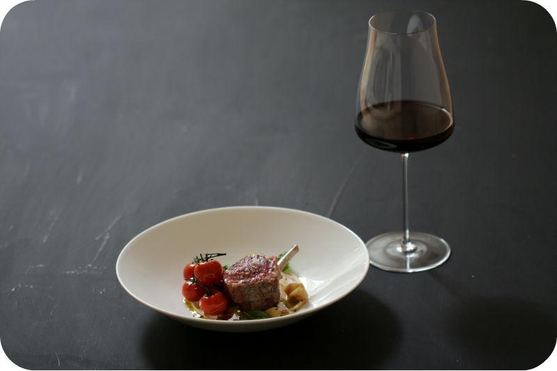 Rosa gebratenes Lammkarree (Lammkotelett) mit köstlichem weiße-Bohnen-Püree und confierten Tomaten | Arthurs Tochter kocht. Der Blog für Food, Wine, Travel & Love
