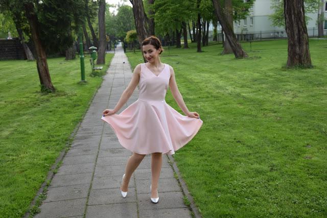 Jak wybrać idealną sukienkę dla siebie?