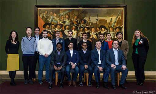 Les joueurs du Masters posent devant le Cortège des officiers et des sous-officiers du corps des archers de Saint-Georges - Photo © site officiel