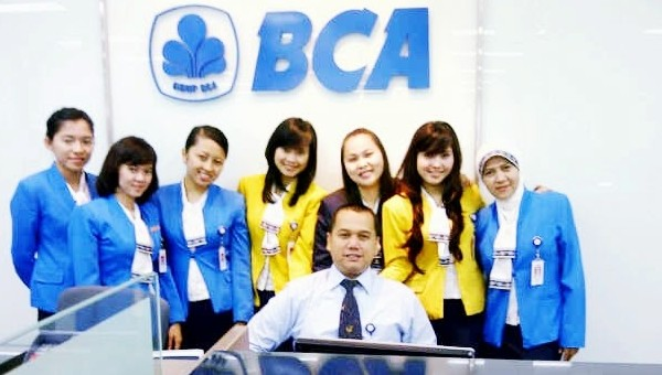 PT BANK CENTRAL ASIA (BCA) : SEKRETARIS, STAF INTERNATIONAL DAN MANAGEMENT - INDONESIA