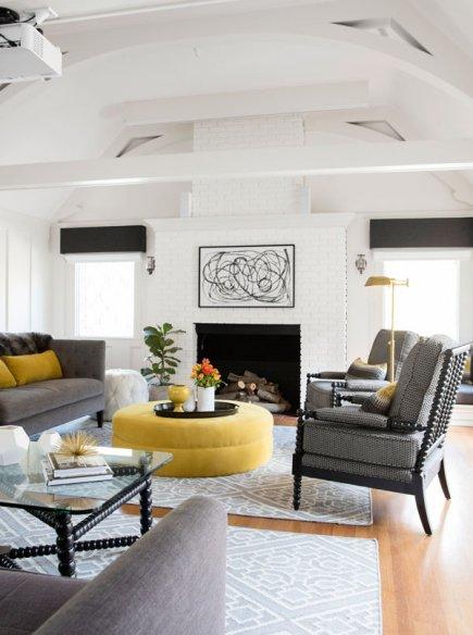Tiffani Thiessens inviting modern Tudor home Decor10 Blog