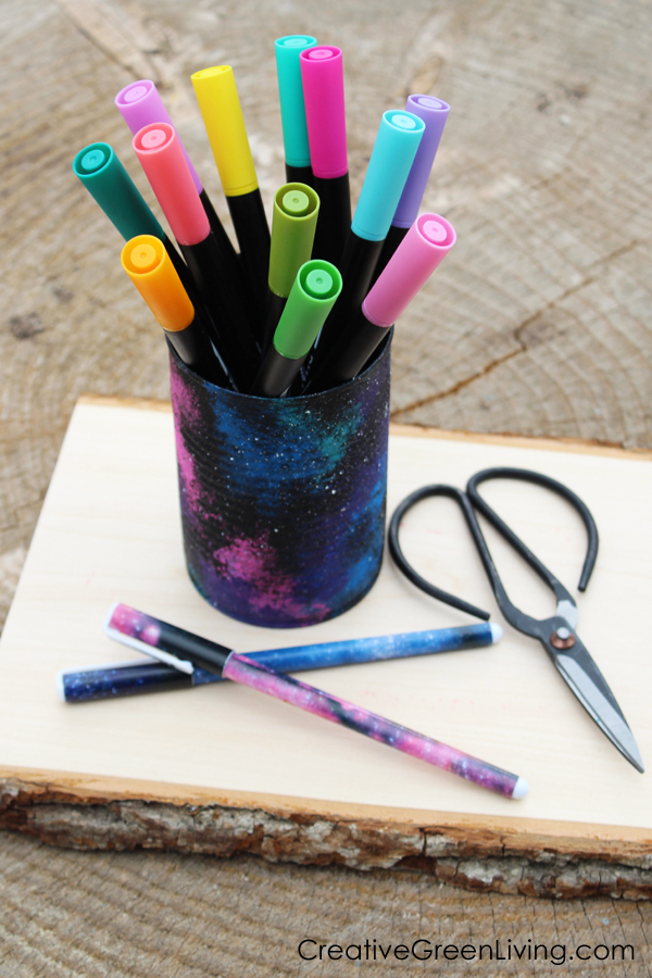 How to paint a galaxy to turn a recycled tin can into an awesome craft to organize your desk