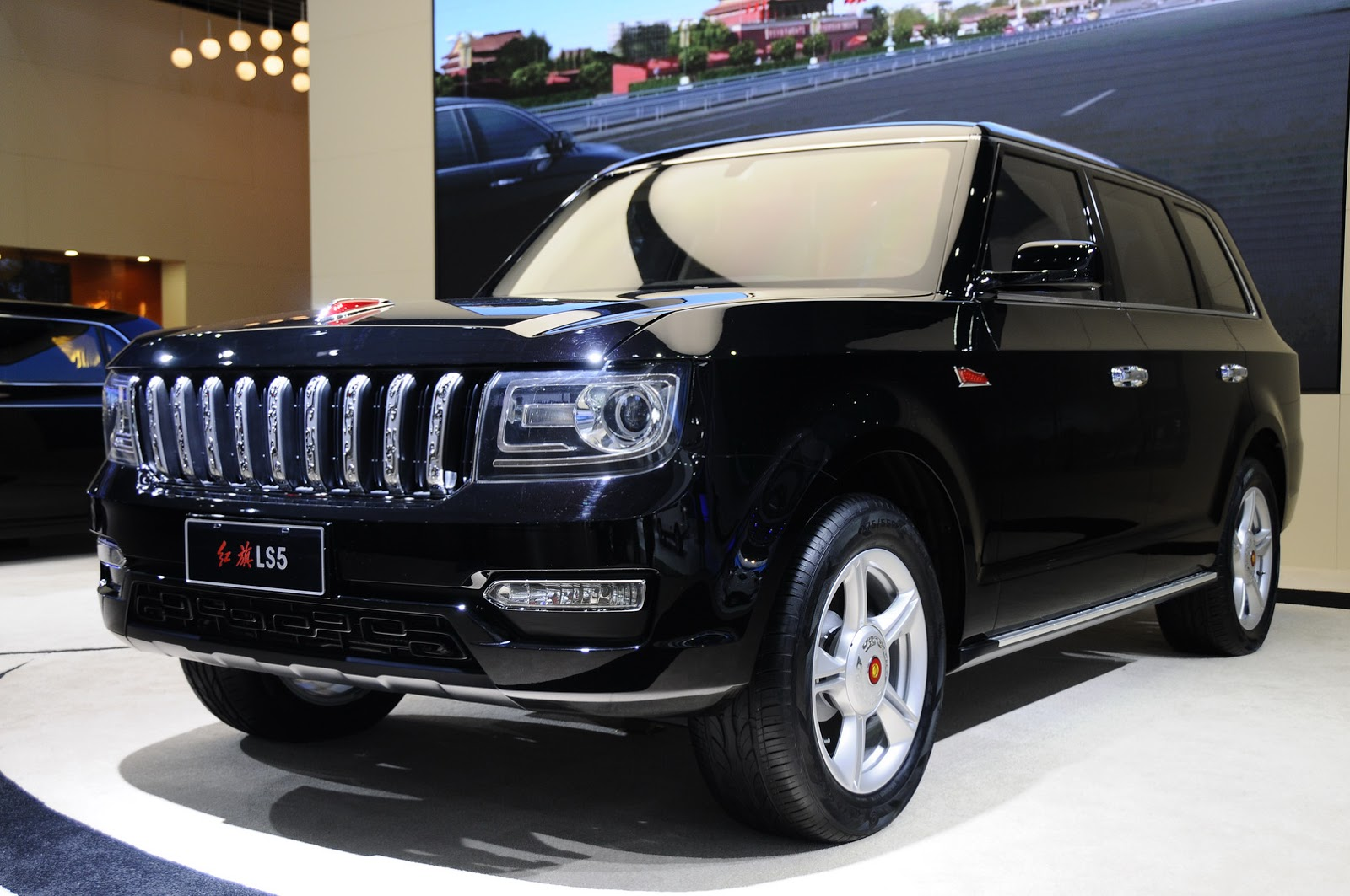 hongqi ls5 is something like china 39 s range rover for the rich carscoops. Black Bedroom Furniture Sets. Home Design Ideas