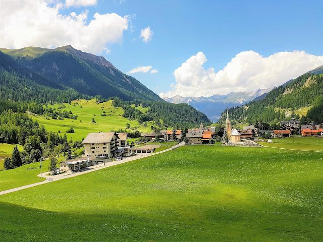 fantastisk tågresa i Schweiz