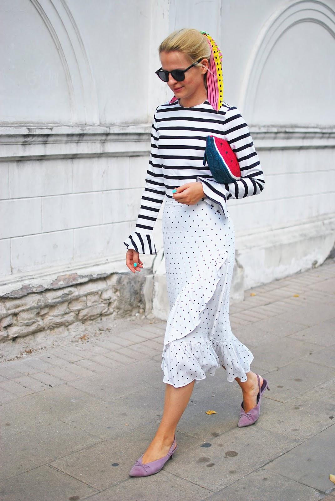 модные луки с юбкой с воланом, уличная мода идеи образов с юбкой