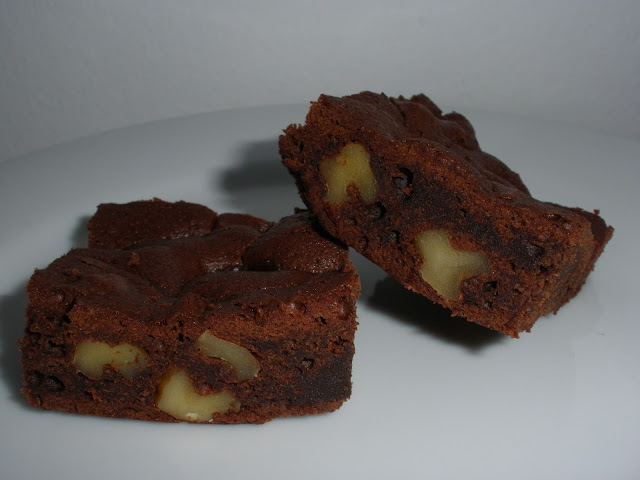 BROWNIE DE CHOCOLATE Y NUECES JUGOSO Y RICO