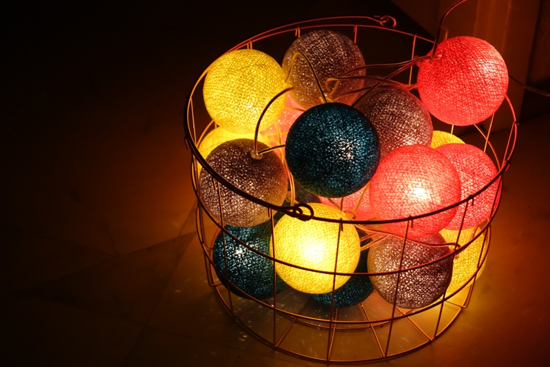 Christmas inspiration ideas decoration Kitch Kitchen yarn ball light string HEMA copper basket