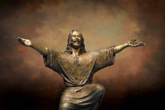 Bronze statue of Jesus smiling