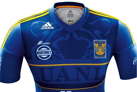 0ffd38ba26 O uniforme foi fabricado pela Adidas e tem o azul como cor predominante